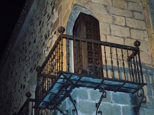 Puerta balconera en esquina